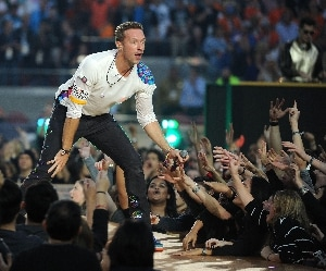 Chris Martin: carriera e vita privata del leader dei Coldplay